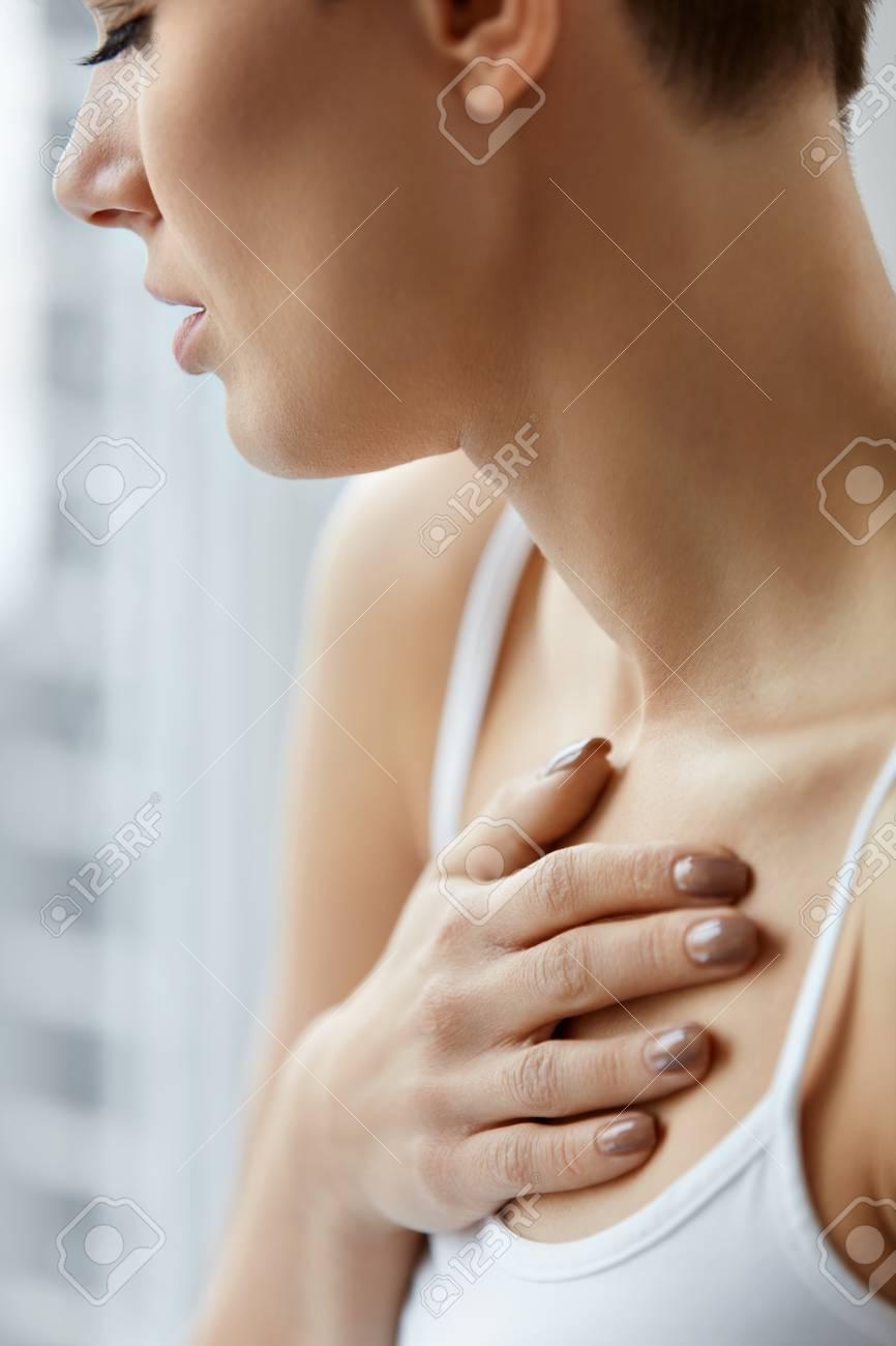 Bei stechendem Brustschmerz tief durchatmen