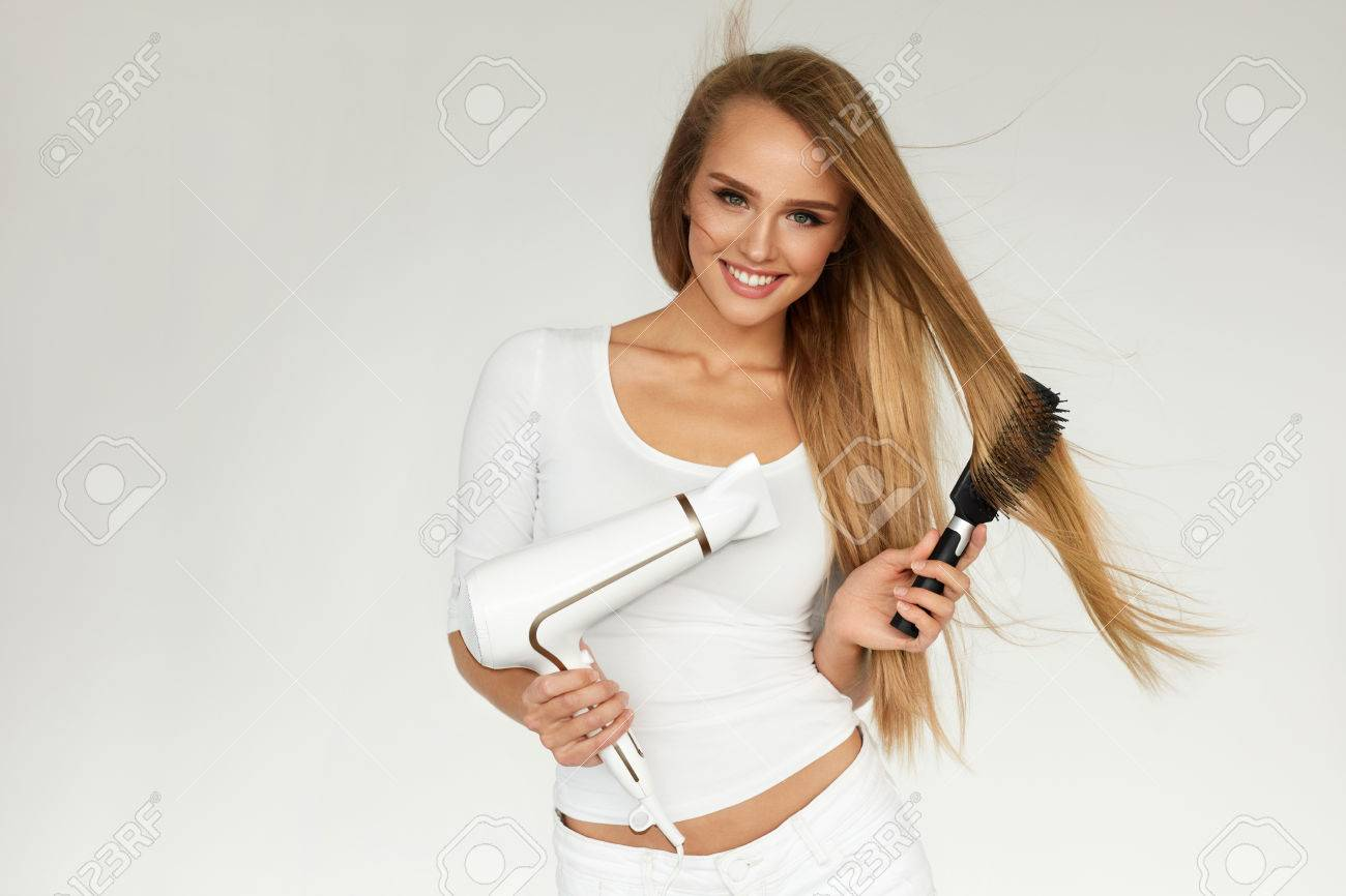 Haarpflege frau trocknen schöne lange gerade haare mit trockner