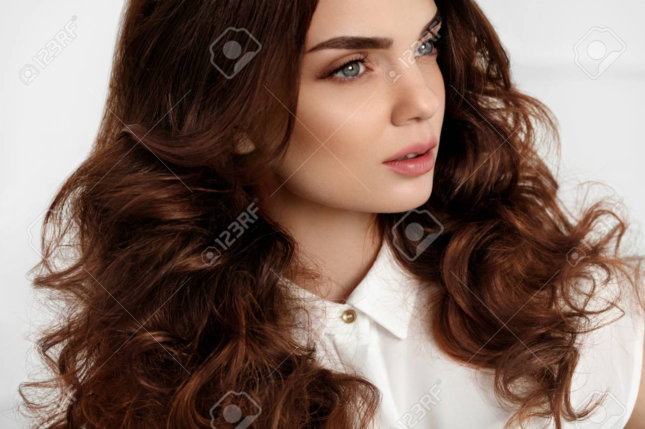 Tipo De Pelo Mujer Hermosa Con Sana Largo Ondulado Rizado Cabello Y