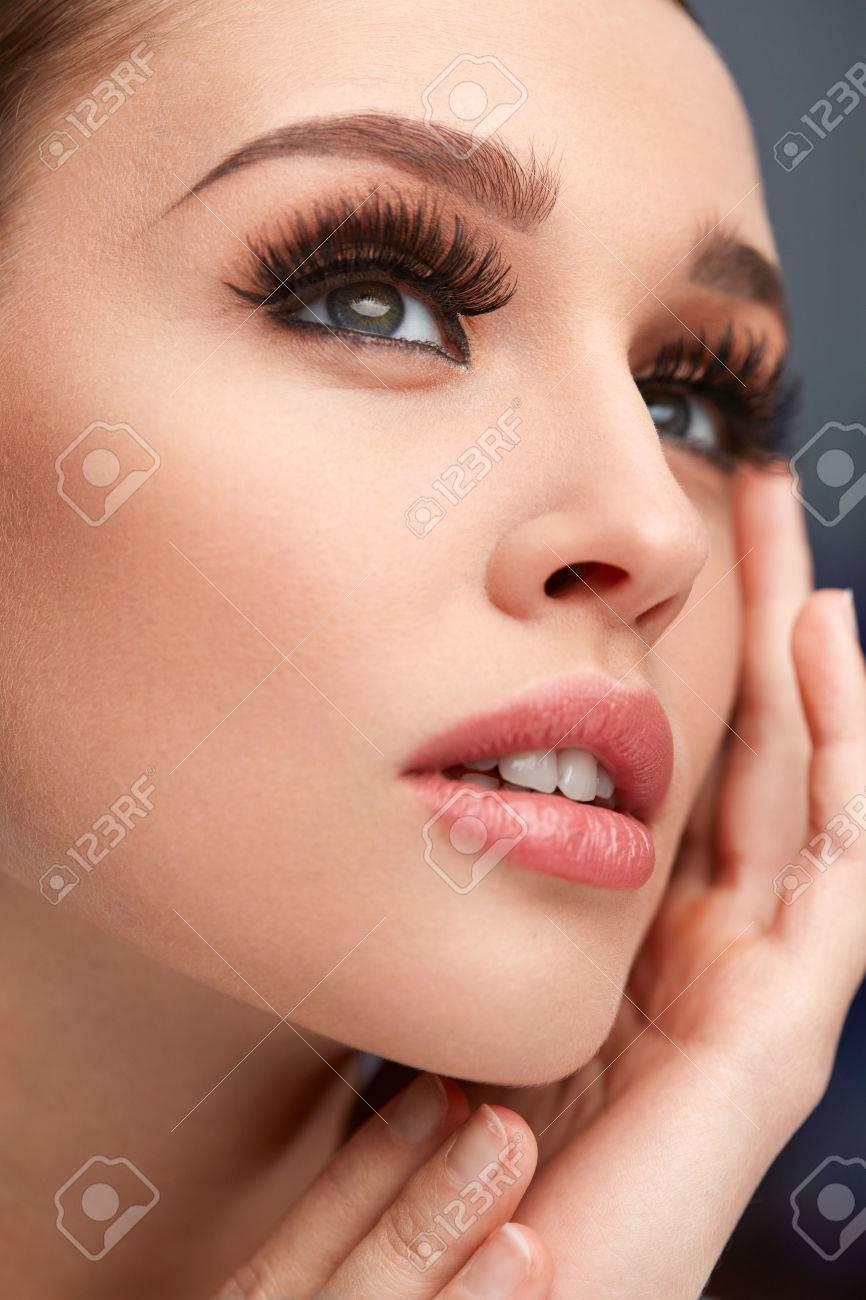 Plan Jeune Gros De VisagePortrait Sexy Maquillage Beau Femme xdBeCQWEro