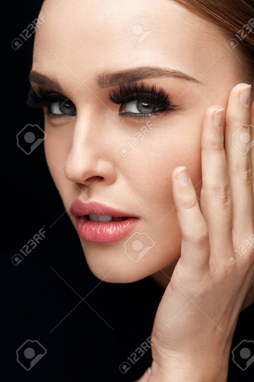5d184b42ece Beauty Makeup. Portrait Of Glamorous Girl With Long False Eyelashes,  Perfect Professional Makeup And