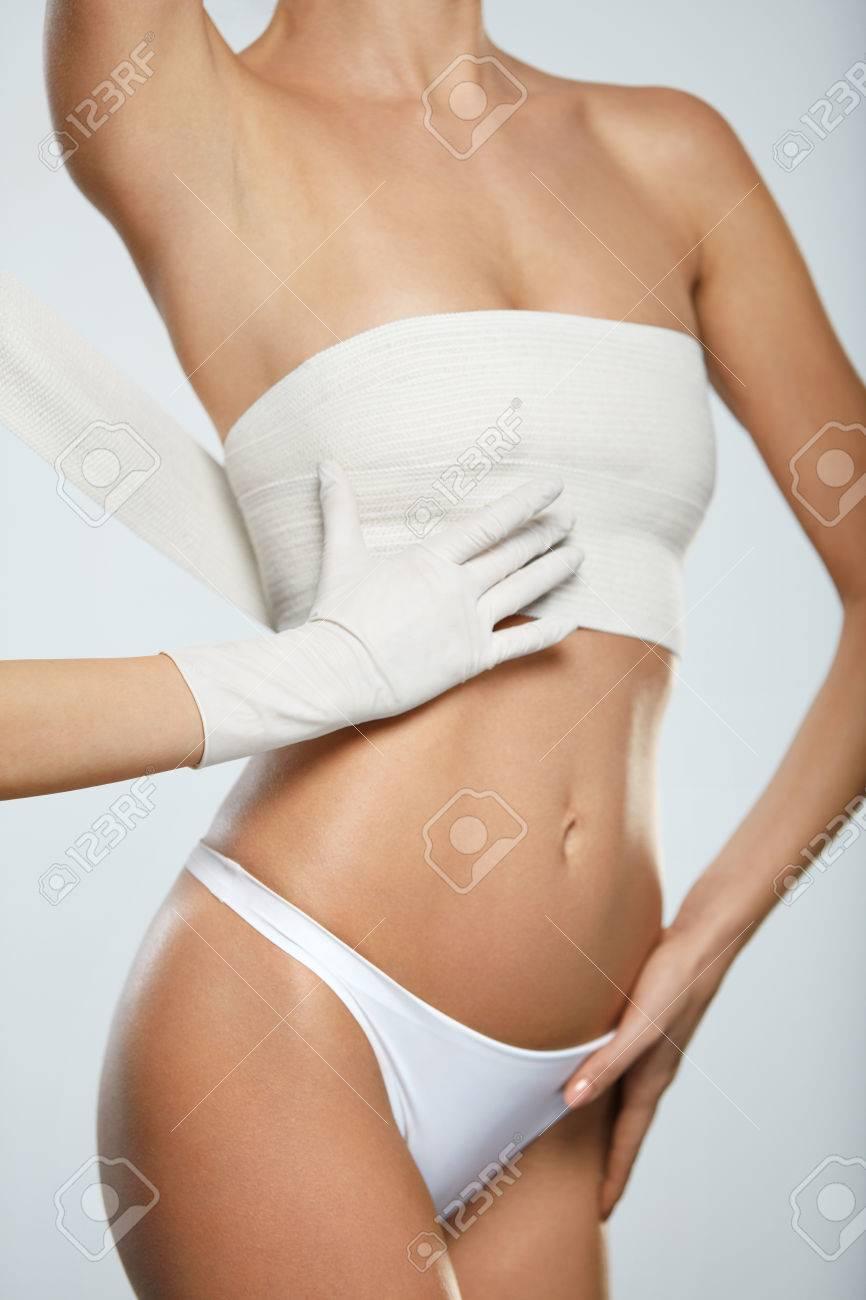 Cuerpo Cirugía Plástica. Cuerpo Femenino Delgado Joven En Bragas ...