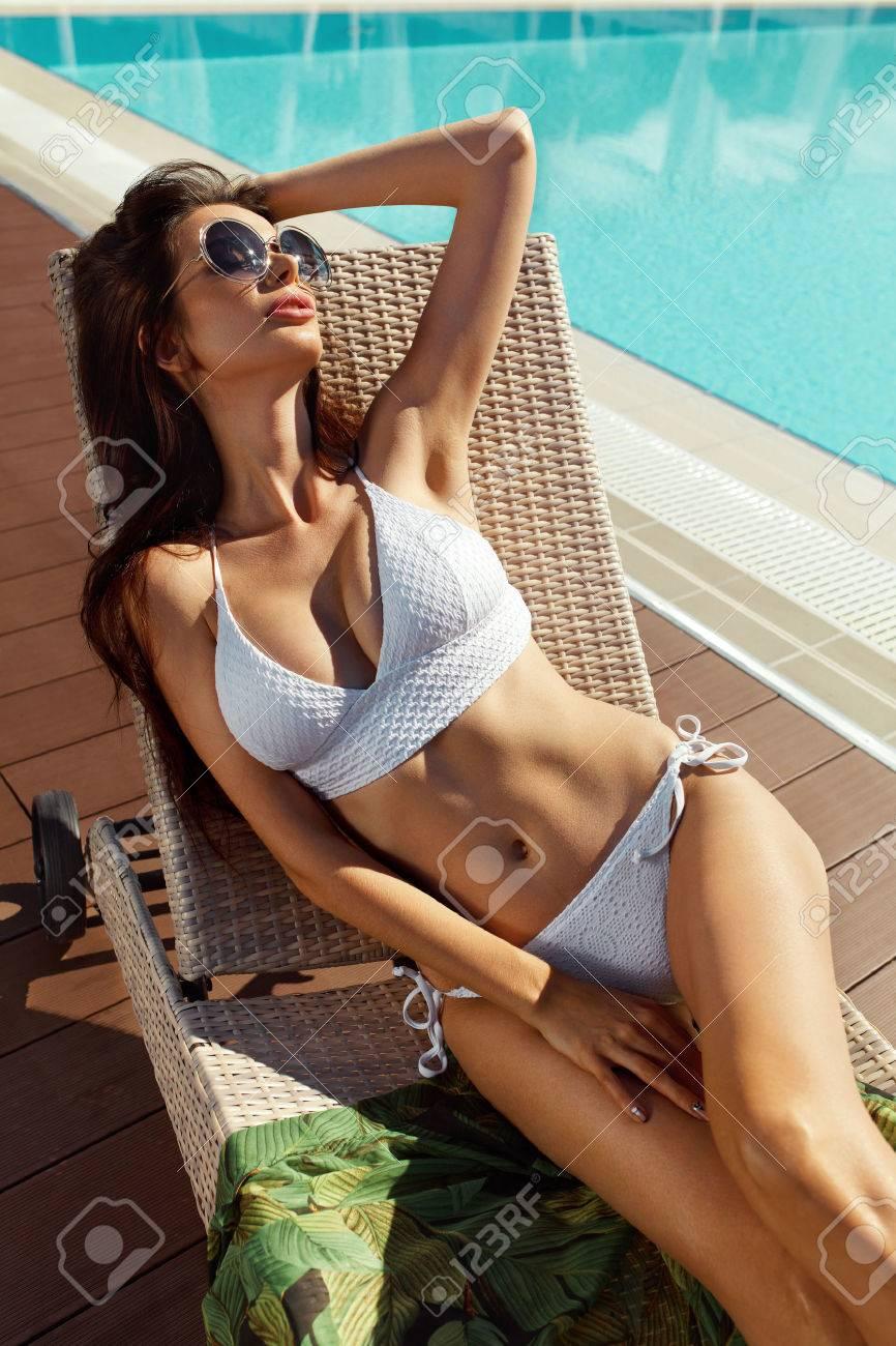 Féminin Saine Mode ChaudUne Avec Peau À Bronzer Près La ÉtéBeau Dans De Corps Un Bain Piscine Modèle Sexy Maillot Bikini En Femme dorBWxeC