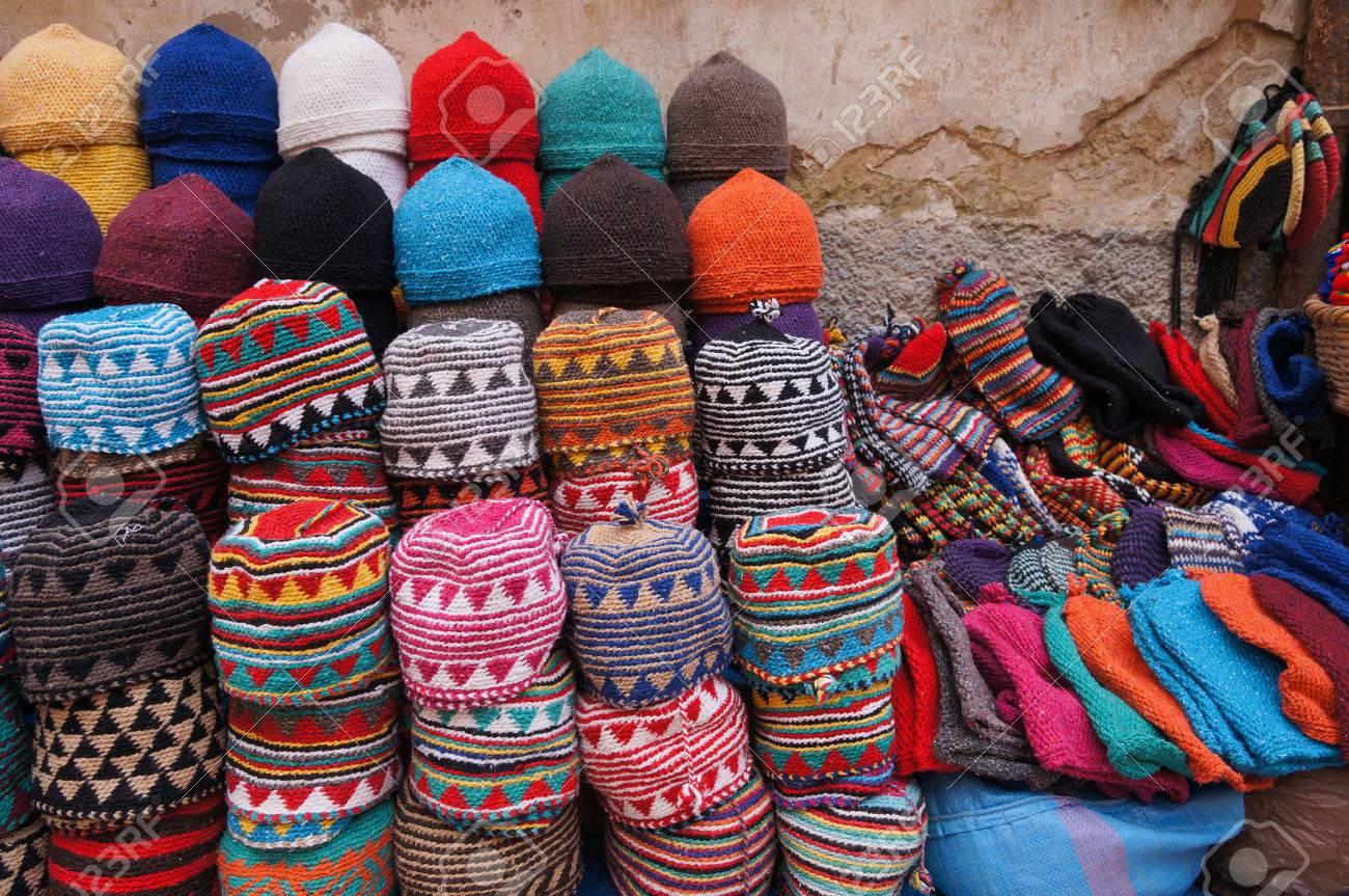 mejores ofertas en mejor precio nueva estilos Marruecos Marrakech medina - típicos colores marroquíes sombreros de punto  en la exhibición para la venta