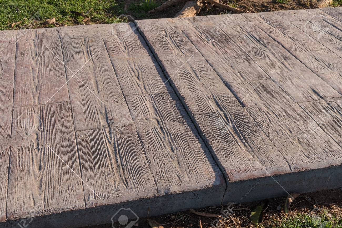 gestempelt betonpflaster im freien mit dehnungsfuge arbeiten, holz