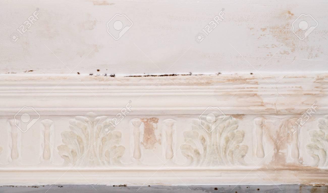 Revetement Mural A Peindre tout la peinture murale qui se détache et s'efface en raison des