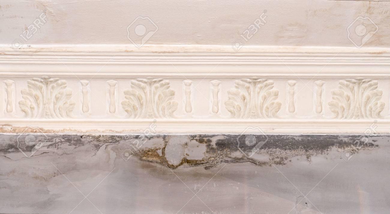 Peinture Murale Qui Se Décolle Et S Estompe En Raison De Problèmes D Humidité Dans Les Revêtements Muraux Doit être Réparée Et Repeinte Ruine Par