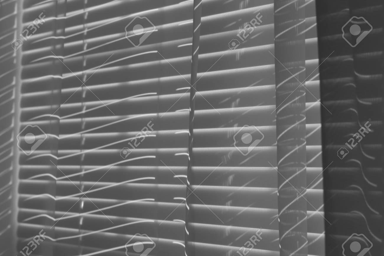 Shadows In Schwarz Und Weiss Von Mini Jalousien Lizenzfreie Fotos