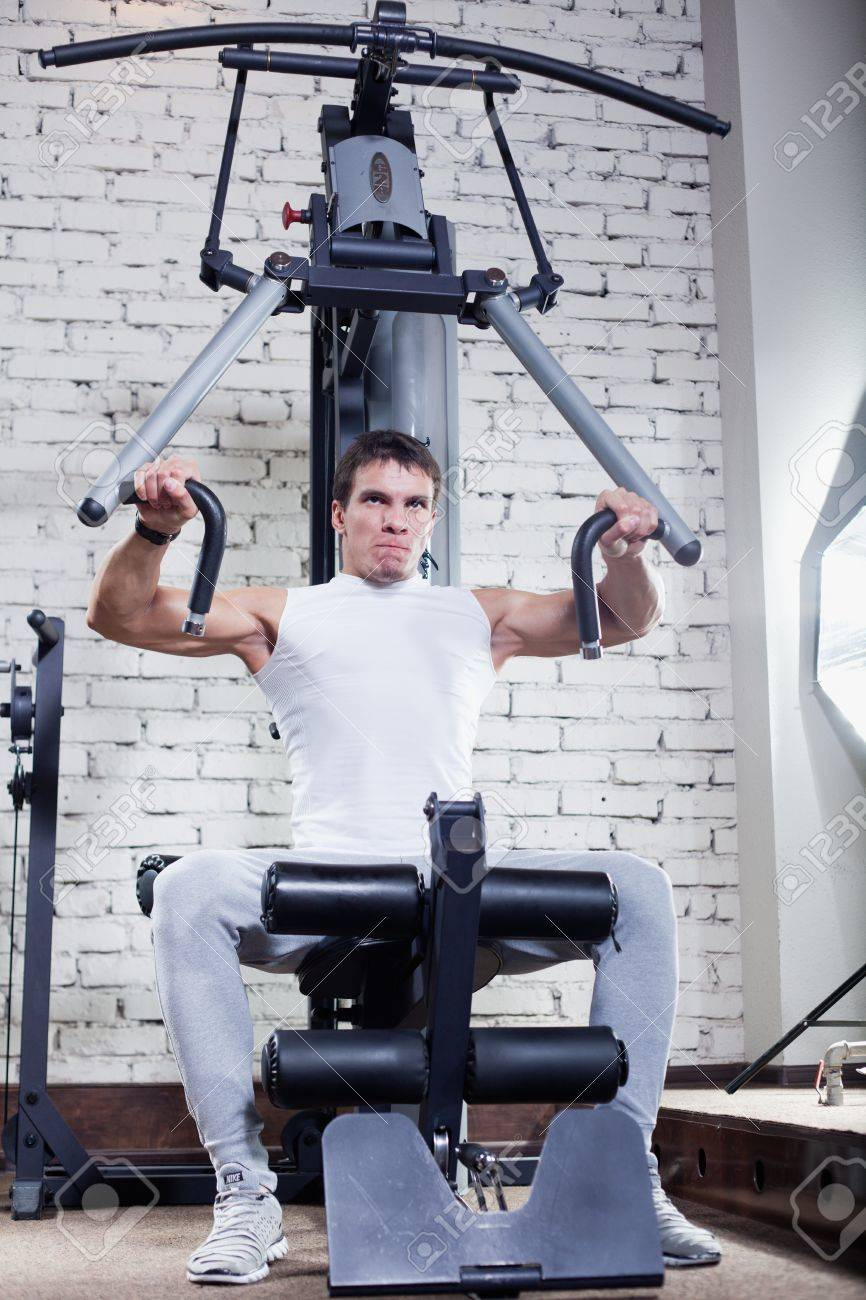 Fitness - powerful muscular man doing weightlifting in gym Stock Photo - 14715111