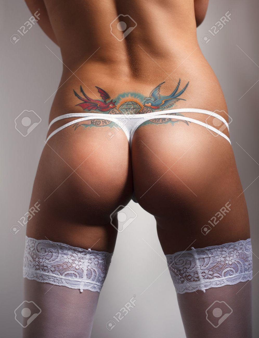 В нижнем белье попки