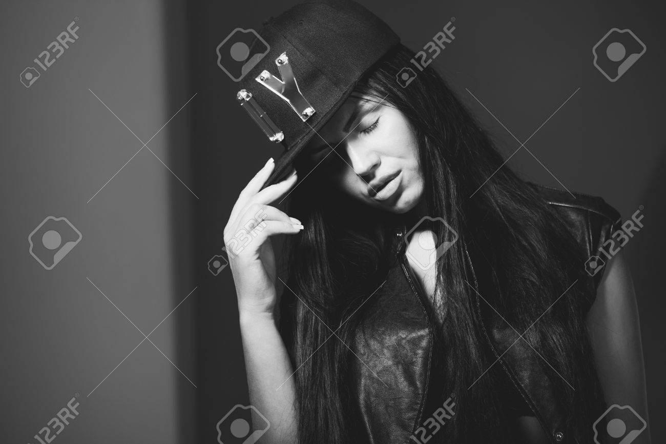girl in a cap rapper - 39354295