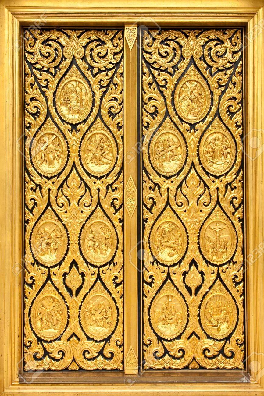Native Thai style of pattern on door temple Stock Photo - 8017933
