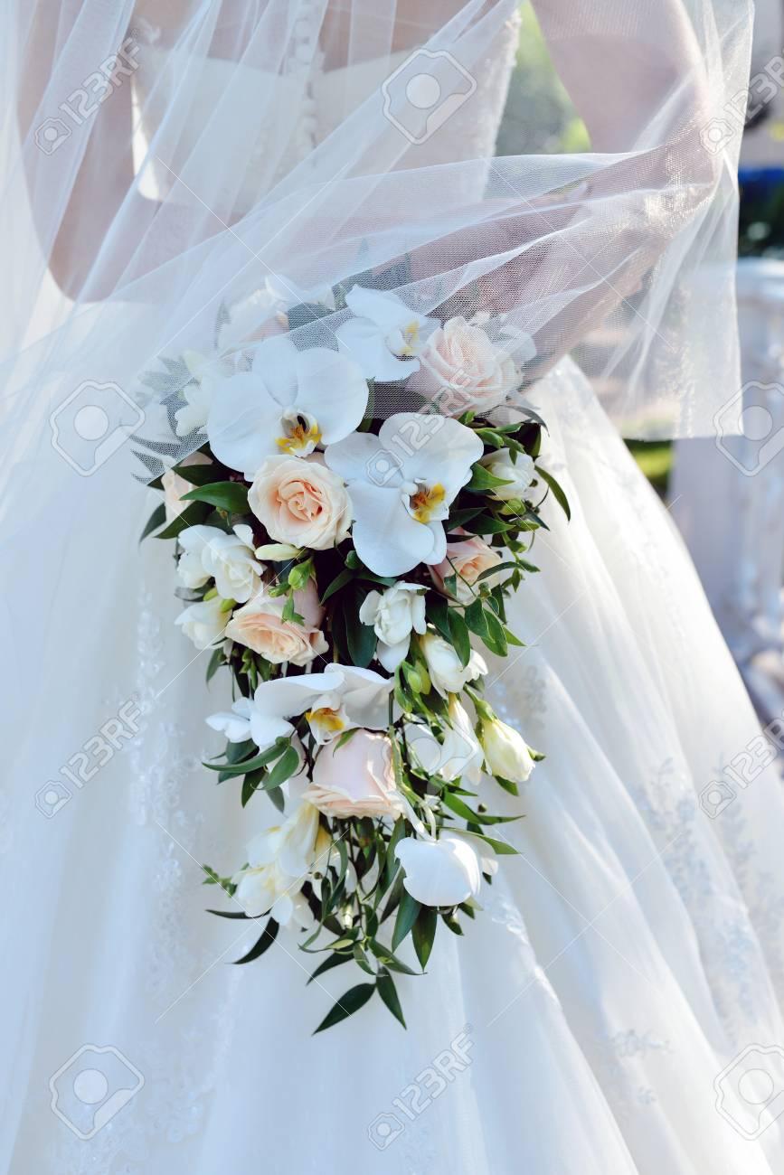 Mazzo Di Fiori X Ragazza.Immagini Stock Bella Sposa E In Possesso Di Un Matrimonio