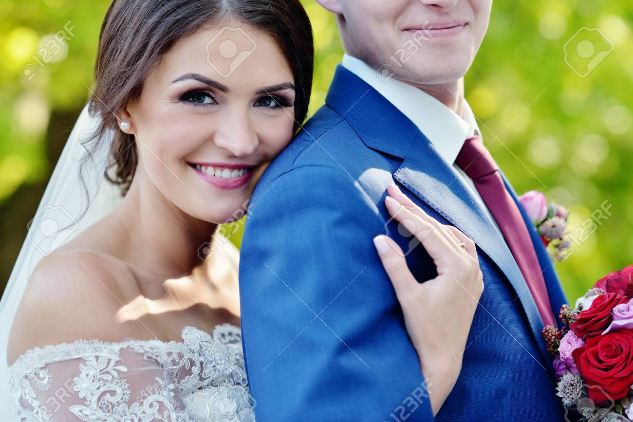 Berühmt Anzüge Für Mädchen Für Die Hochzeit Bilder - Brautkleider ...