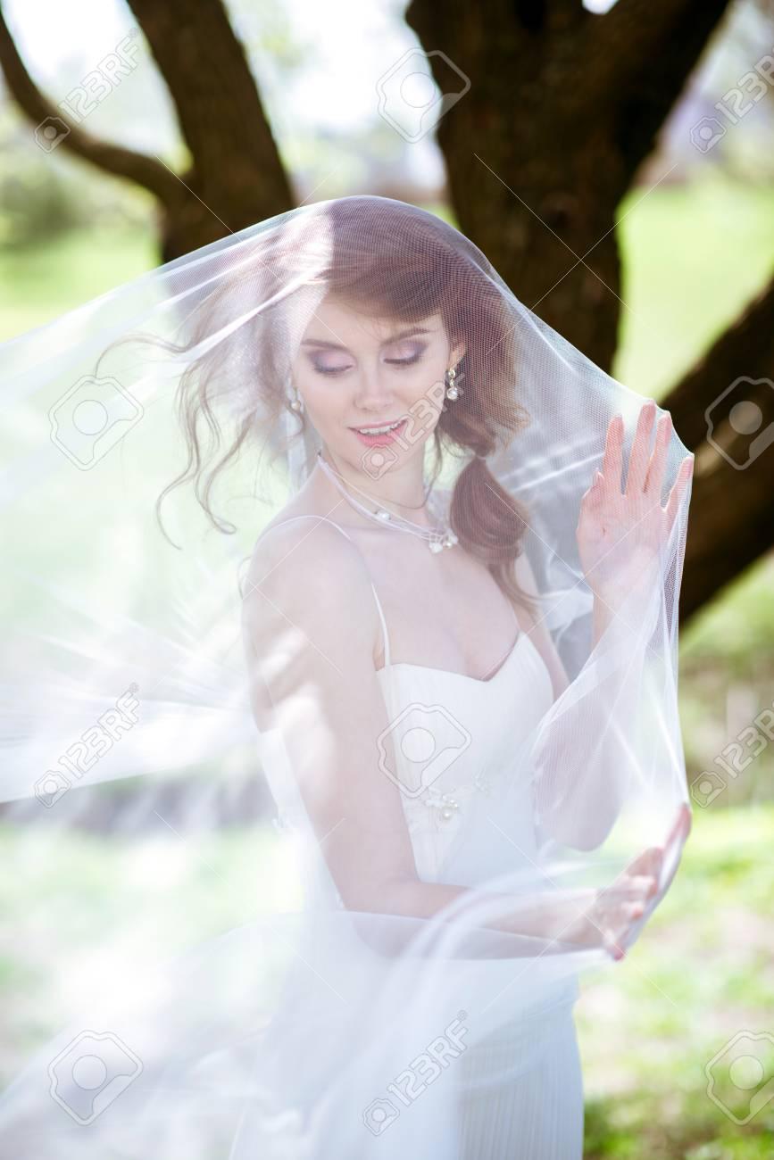 Erfreut Weißes Brautkleid Mit Camo Galerie - Brautkleider Ideen ...