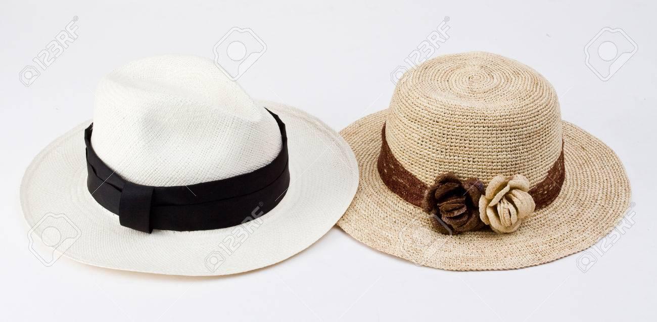 Foto de archivo - Paja de ala ancha tradicionales sombreros de Panamá desde  Ecuador aislados en blanco 714343bcde1