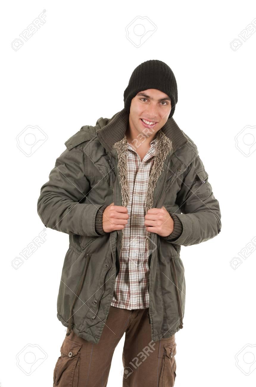 portant bonnet jeune un et sur isolé vert homme blanc d'hiver manteau Latin un my0OvNn8w