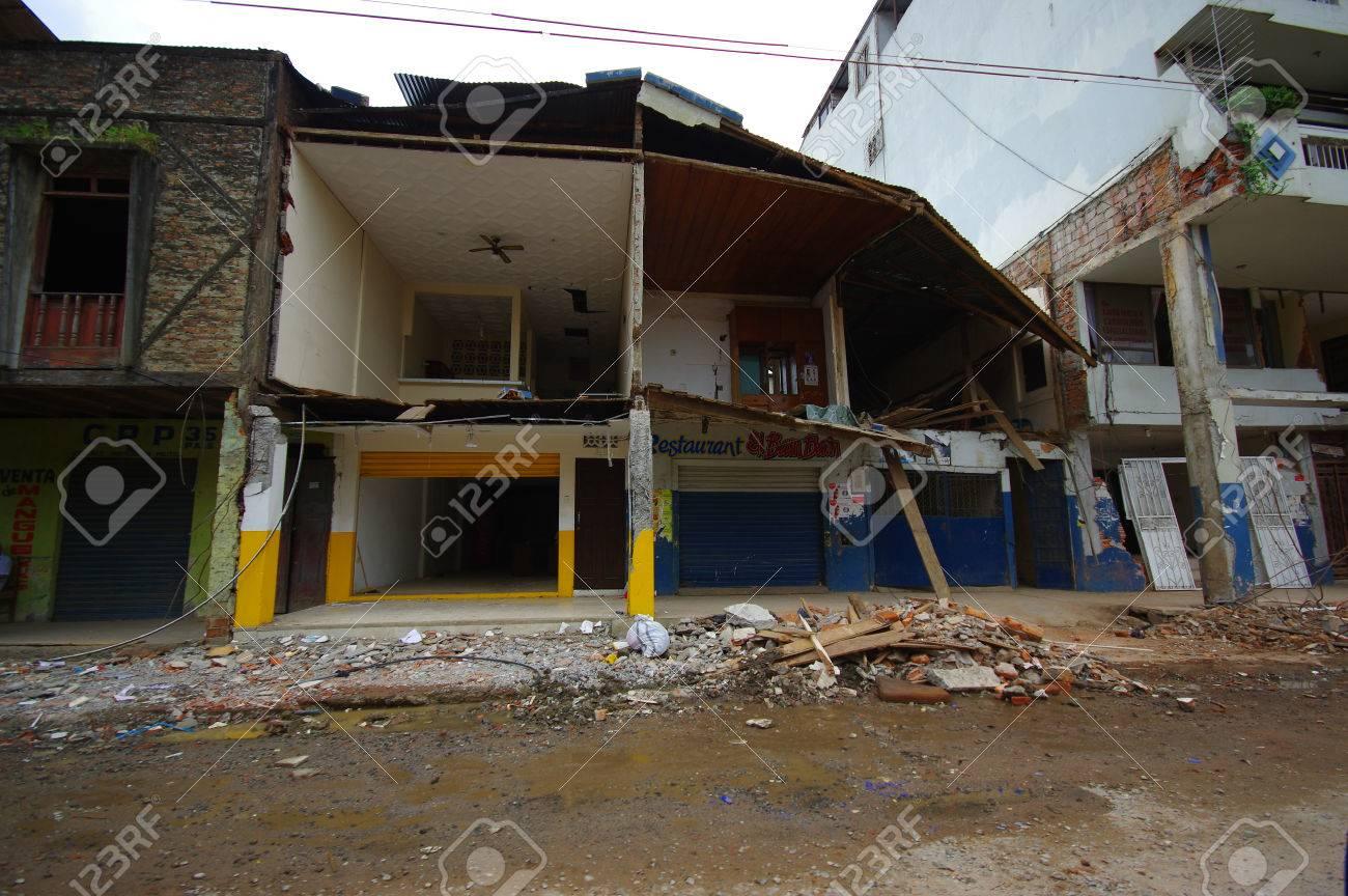 ポルトビエホ、エクアドル - 2016 年 4 月 18 日: 7.8 の地震後に 2 階 ...