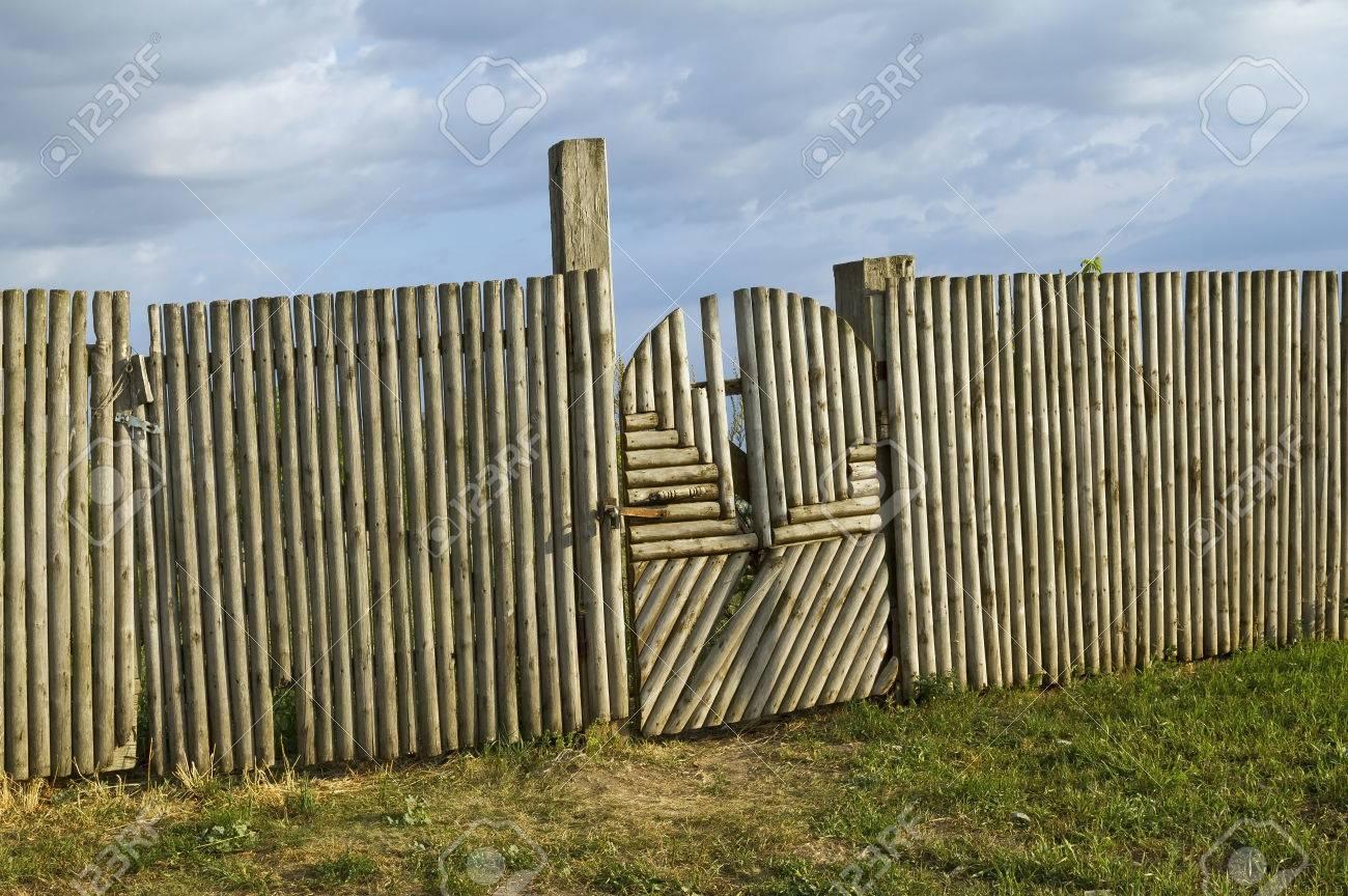 Altes Holz Lattenzaun Und Tor Mit Riegel Lizenzfreie Fotos Bilder