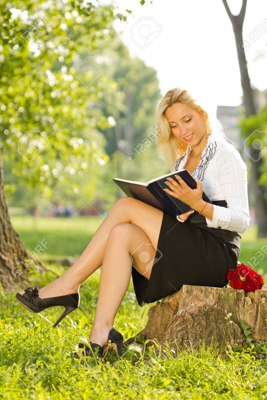 businesswoman with a book resting in parc Stock Photo - 14936070