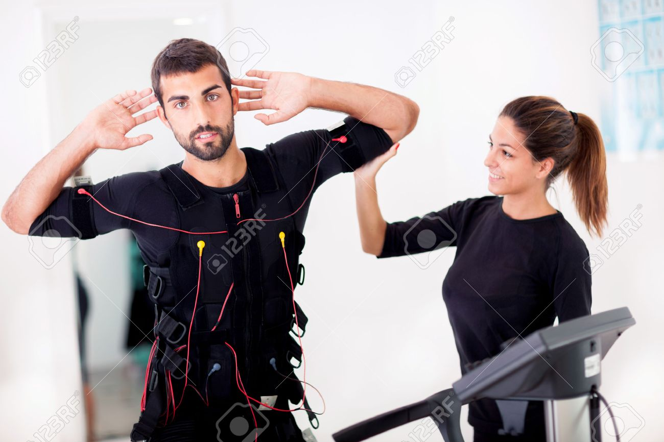 man exercise trunk-twist and bending with curled back, with ems stimulation - 33331600