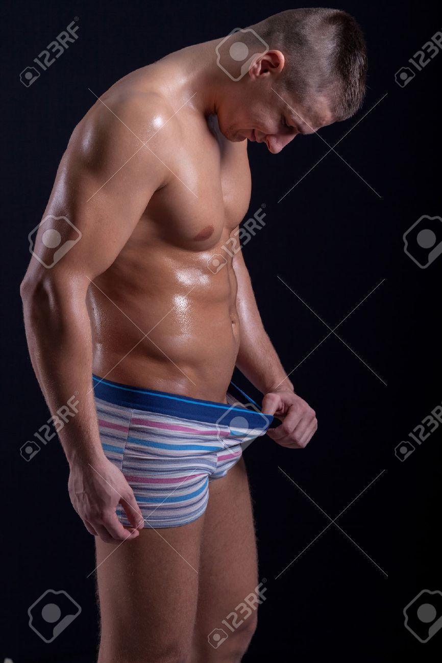 homme regardant vers le bas dans son pantalon Banque d'images - 35719847