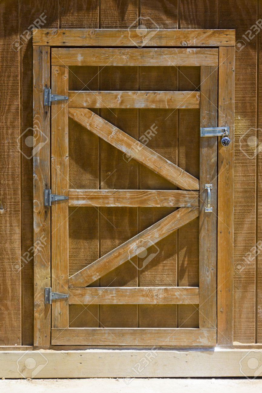 Делаем дверь в сарай своими руками