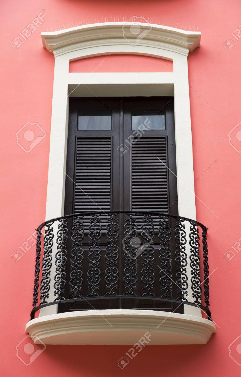 Encantadora Y Antigua Puerta De La Terraza Española En Rosa Brillante Pared Rosa San Juan Puerto Rico