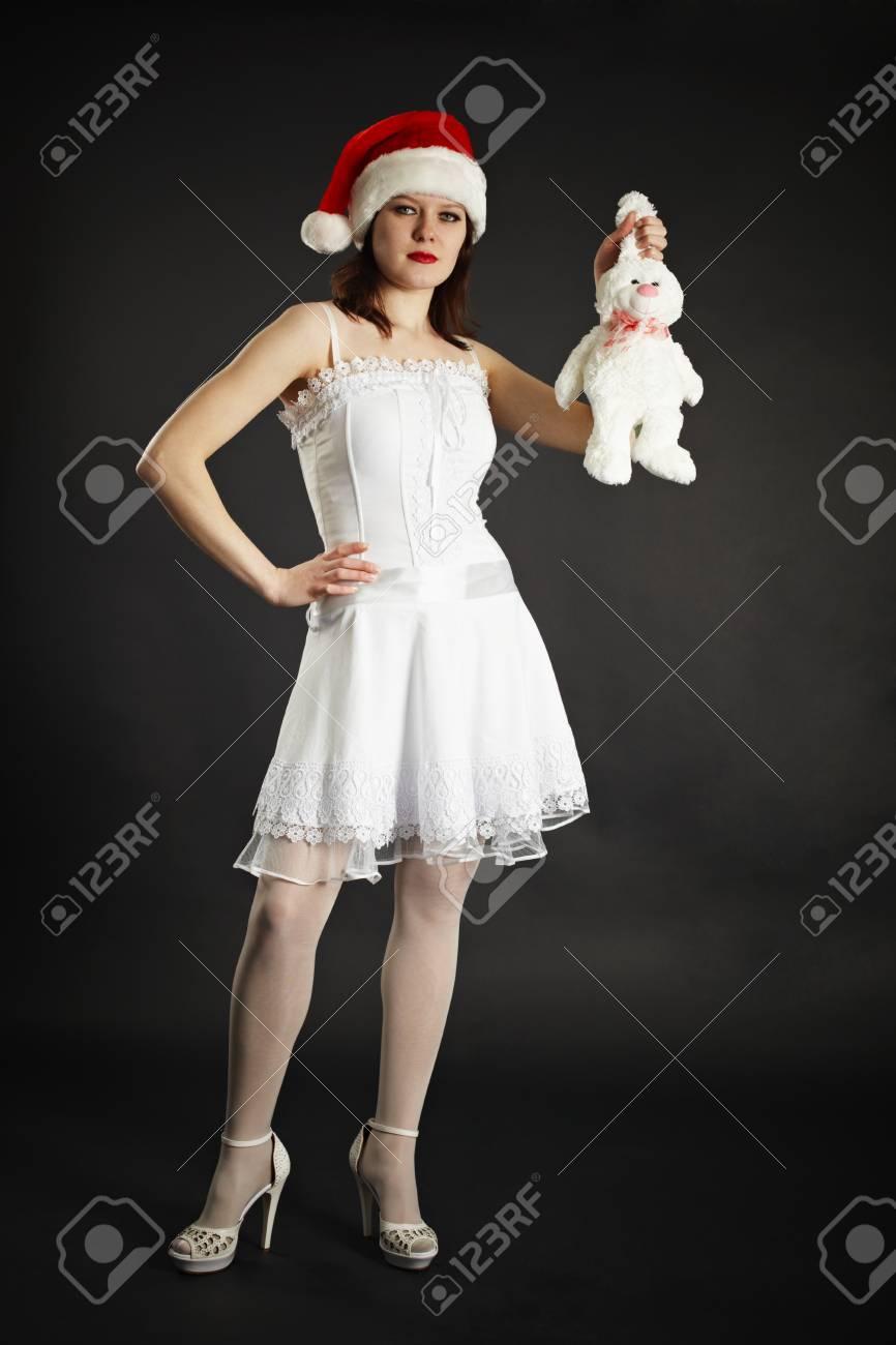 Fille Blanche Blanc En Belle Un Robe Lapin Détenant PZXuki