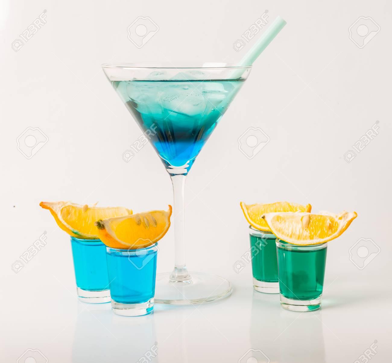Bunte Drink In Einem Martini-Glas, Blau Und Grün Kombination, Vier ...
