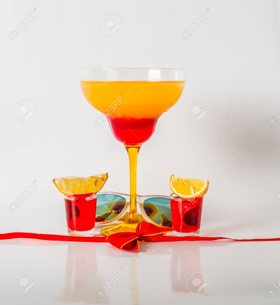 Buntes Getränk In Einer Margaritaglas-, Rote Und Orangekombination ...