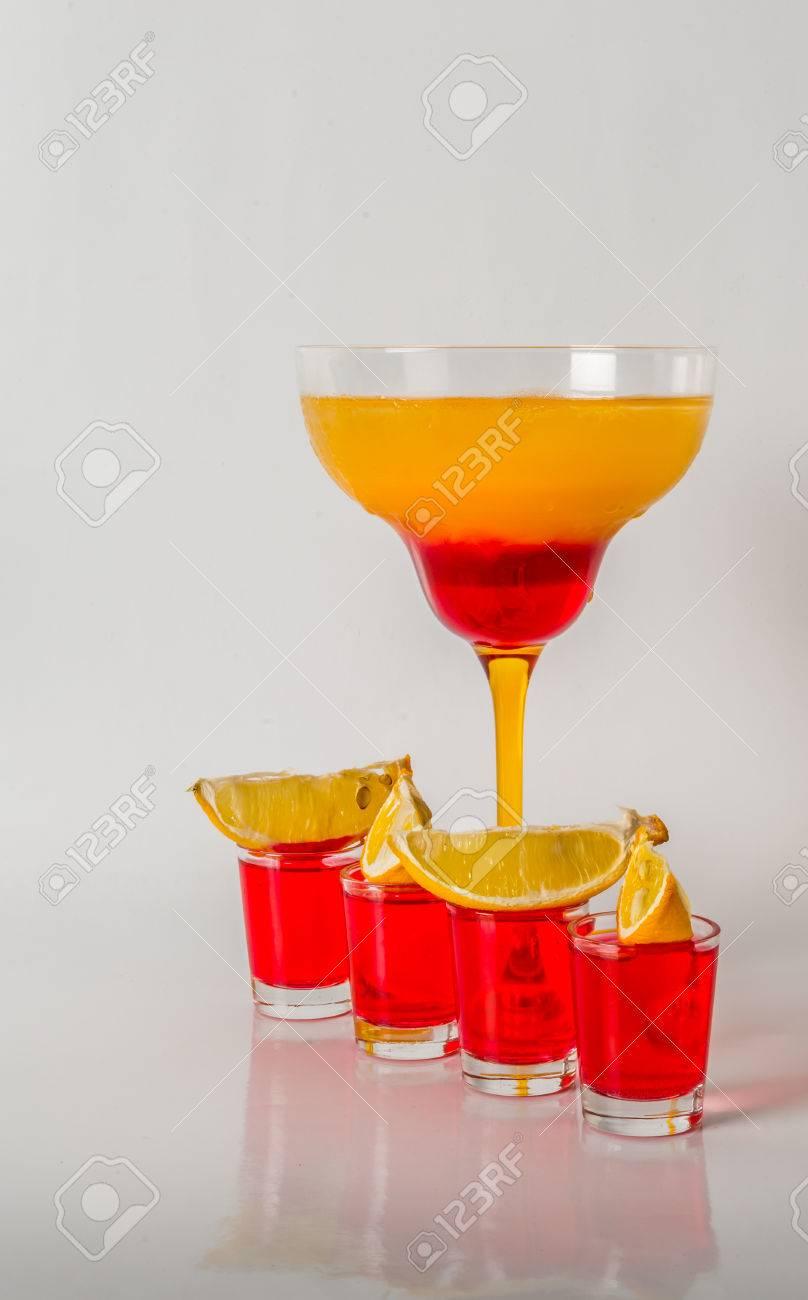 Bunte Drink In Einem Margarita-Glas, Rote Und Orange Kombination ...