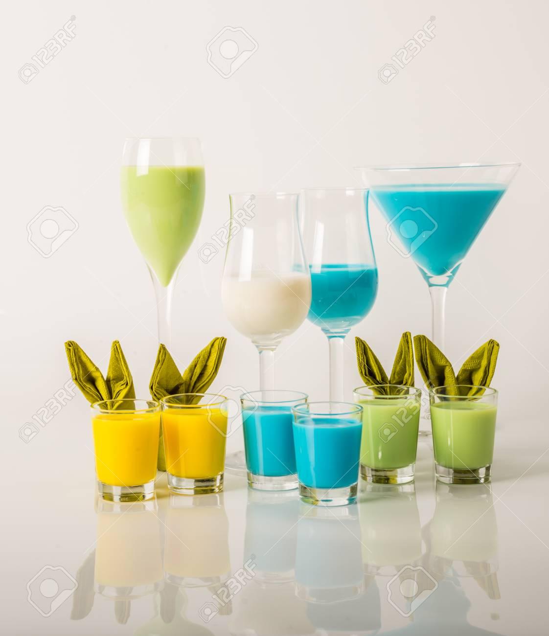Bunte Getränke Auf Milchliköre, Einzigartige Pastellfarben Von ...