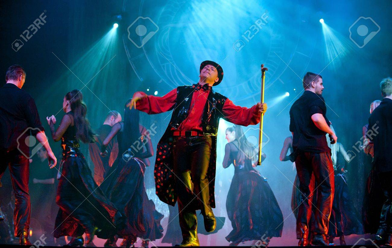 CHENGDU - OCTOBER 25: Modern dance show  Stock Photo - 8161161