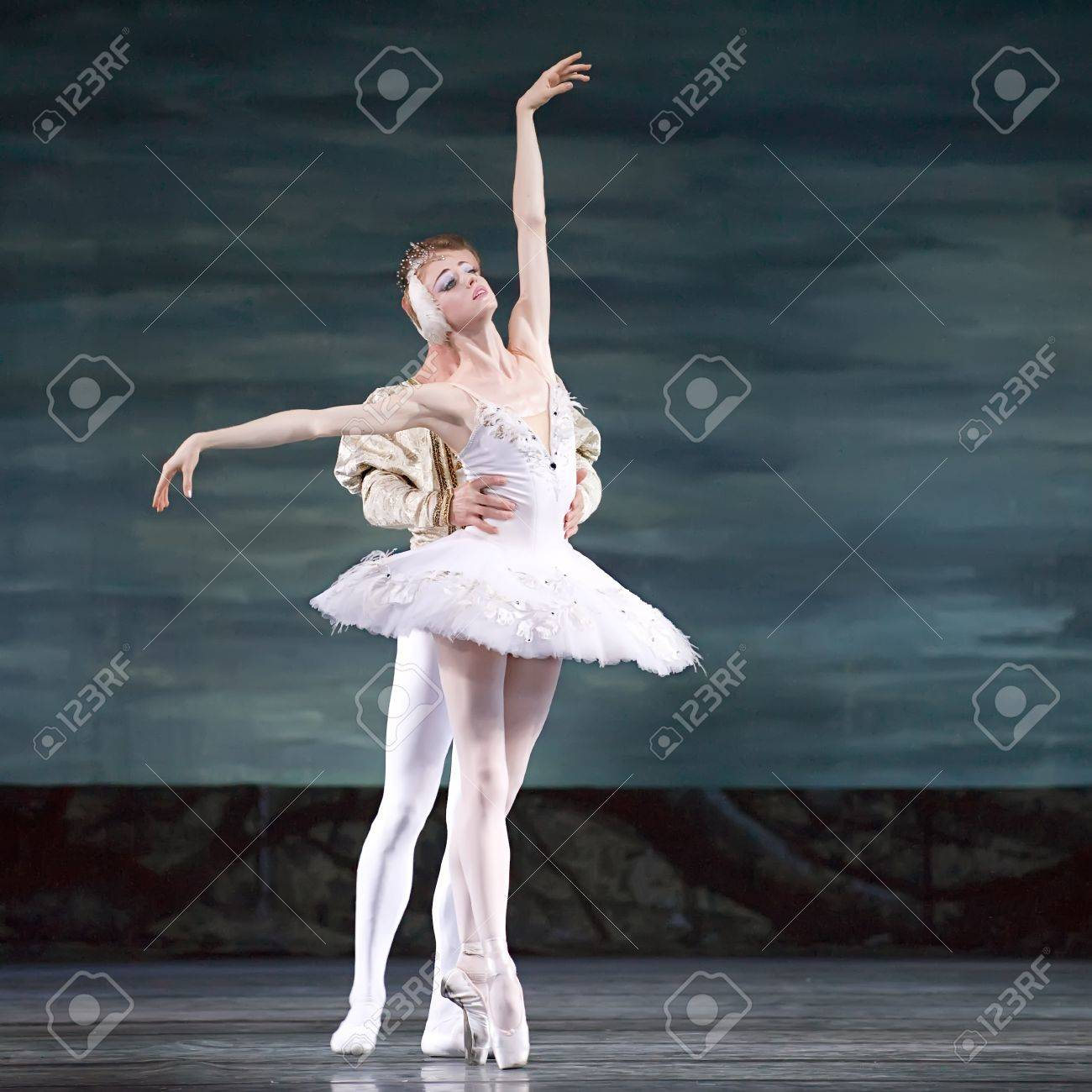 CHENGDU - DEC 24: Swan Lake ballet performed by Russian royal ballet at Jinsha theater December 24, 2008 in Chengdu, China. Stock Photo - 8491552