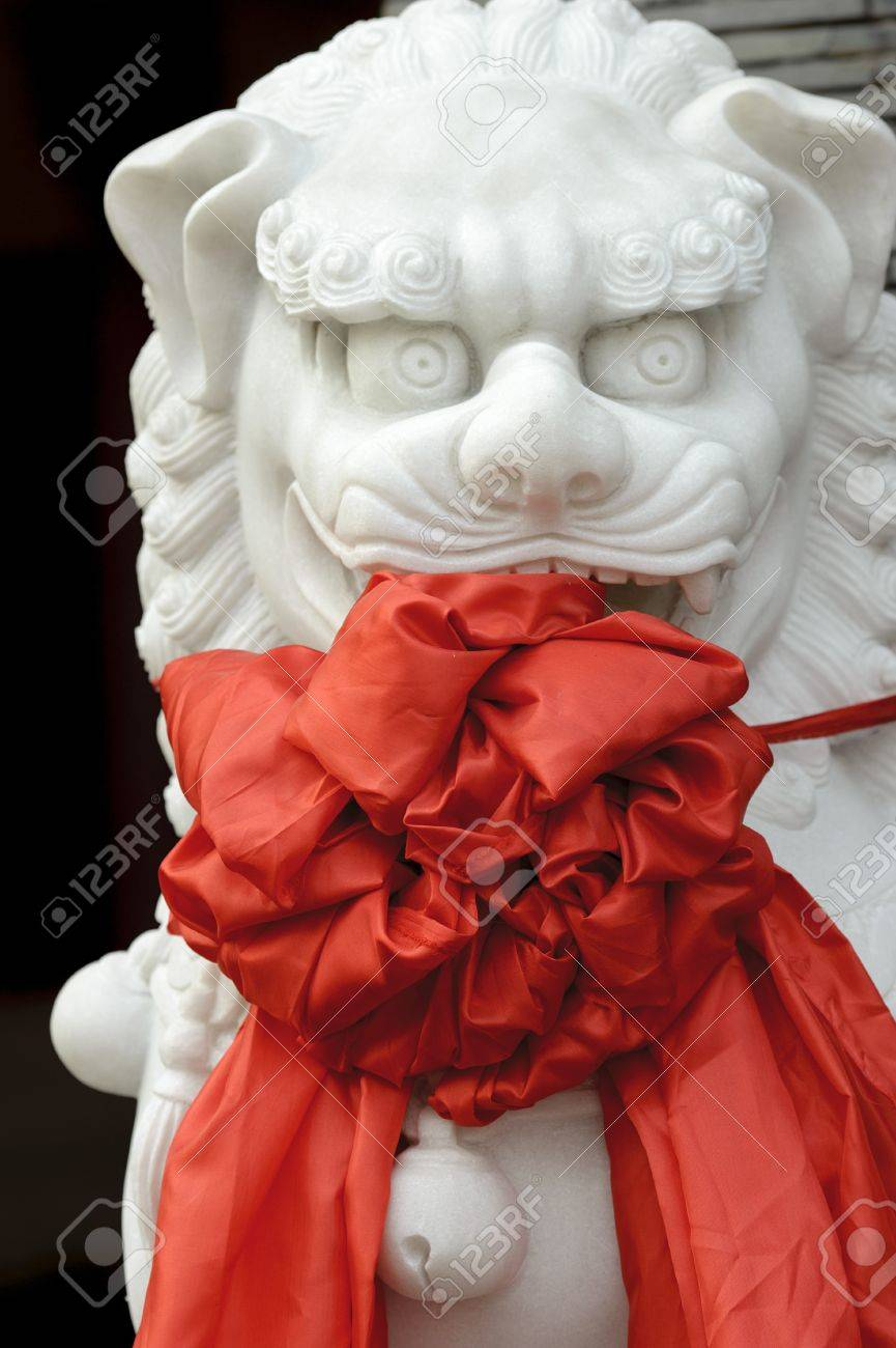 chinese traditional totem : lion sculpture Stock Photo - 8671575