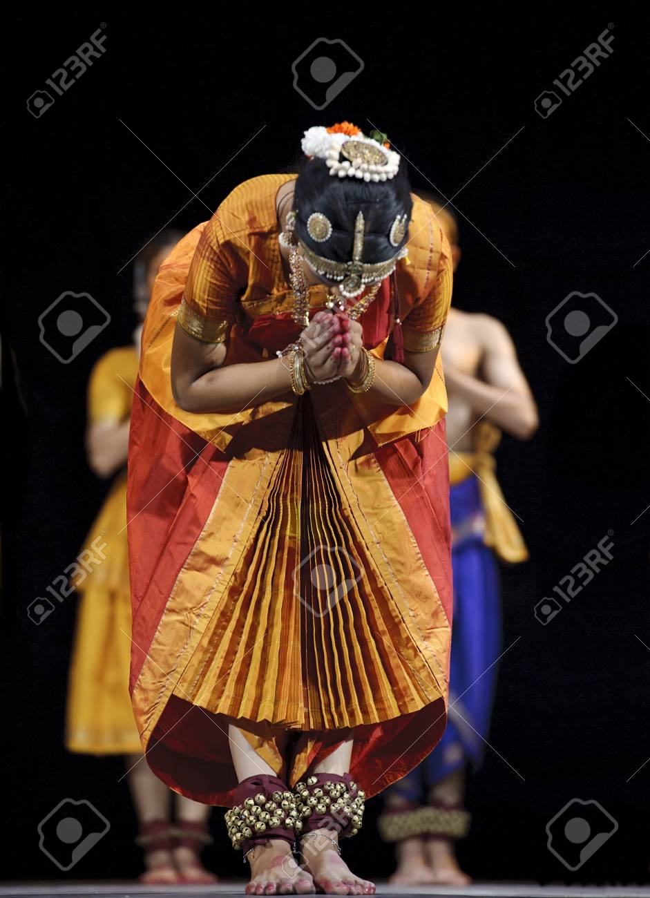 CHENGDU, CHINA - OCT 24,2010: Indian Dancers perform folk dance at JINCHENG theater during the festival of India in china.Oct 24,2010 in Chengdu, China. Stock Photo - 9272403