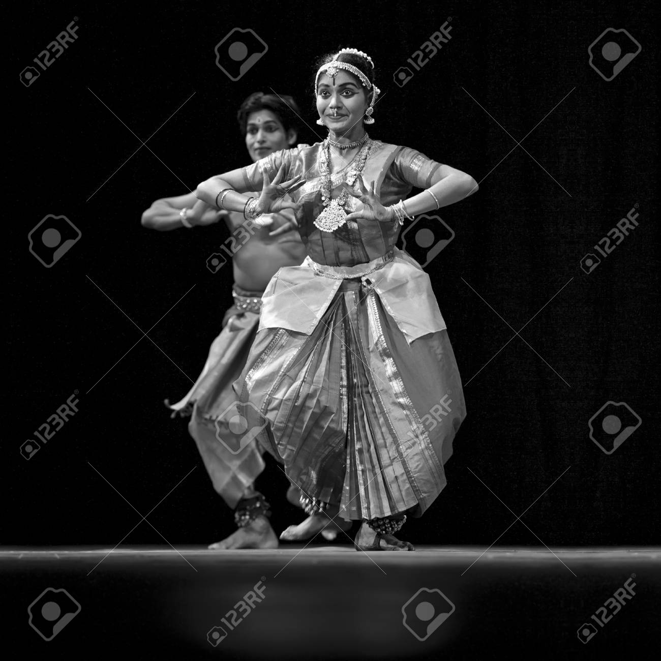 CHENGDU, CHINA - OCT 24,2010: Indian Dancers perform folk dance at JINCHENG theater during the festival of India in china.Oct 24,2010 in Chengdu, China. Stock Photo - 9350542