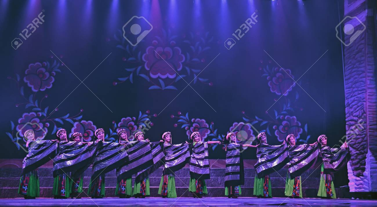 CHENGDU - SEP 27: chinese Tibetan ethnic dancers perform on stage at experimental theater.Sep 27,2010 in Chengdu, China. Stock Photo - 13692314