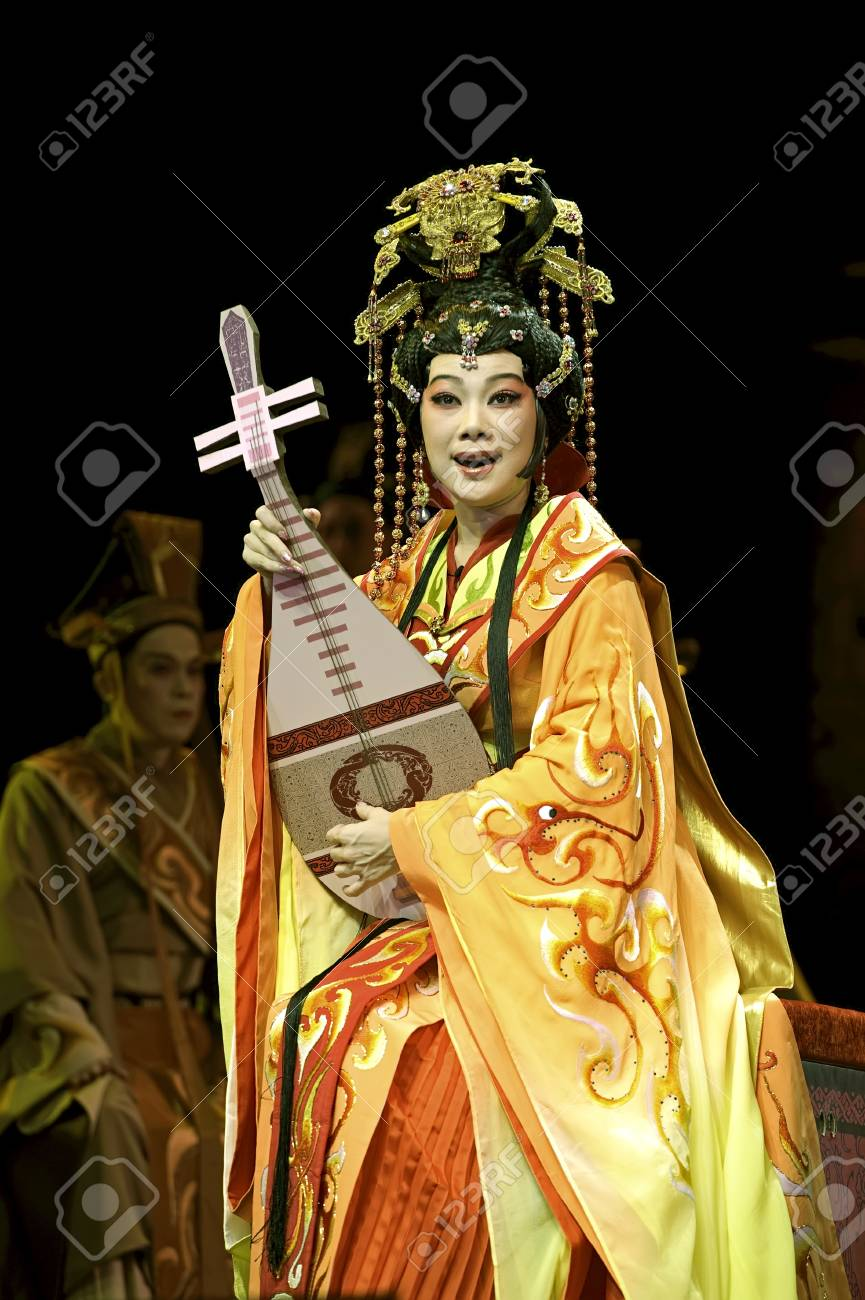 CHENGDU - JUN 6: Chinese Gaojia Opera performer make a show on stage to compete for awards in 25th Chinese Drama Plum Blossom Award competition at Jinsha theater.Jun 6, 2011 in Chengdu, China.Chinese Drama Plum Blossom Award is the highest theatrical awa Stock Photo - 14141830