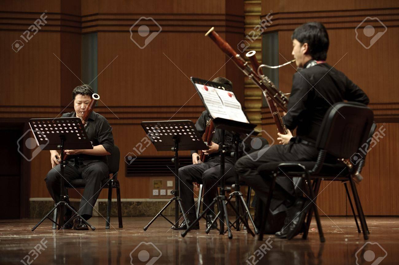 成都 - 6 月 20日: バスーン奏者 20,2012 成都、中国ジュン奏楽堂四川 ...