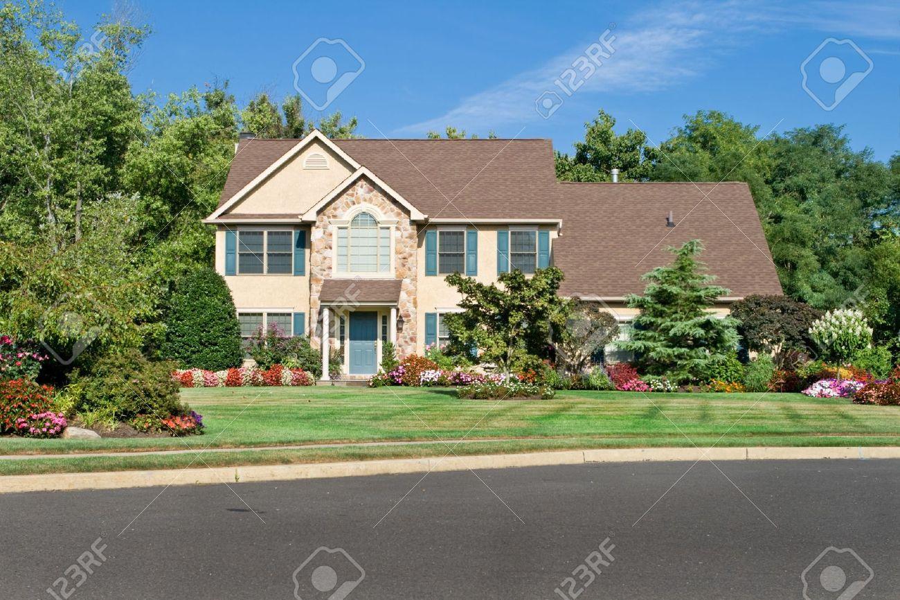 Attractive single family house in suburban Philadelphia, PA.  Georgian/Colonial style. Stock Photo - 11379601