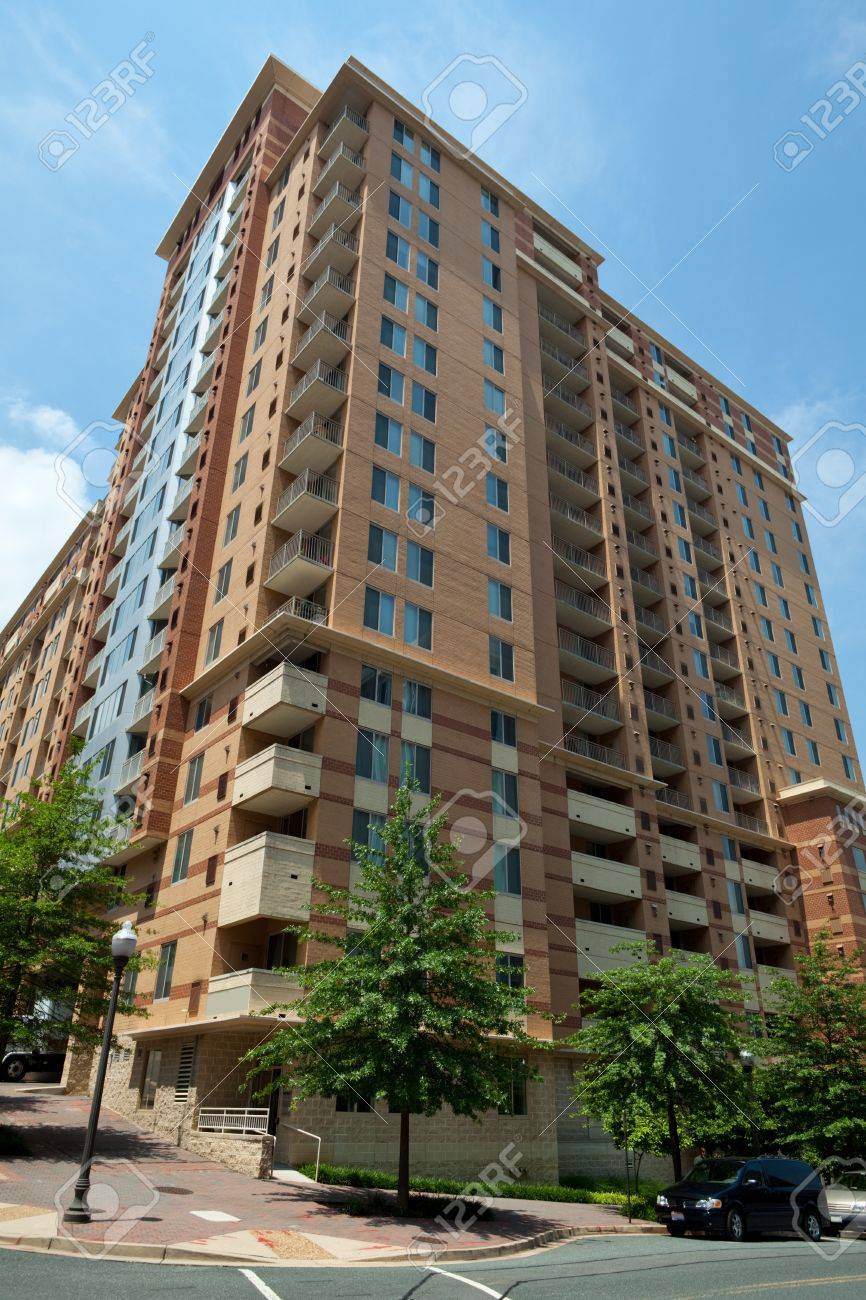 Vertical modern apartment building in Rosslyn Virgina, right accross the river from Washington, DC. Stock Photo - 11379631