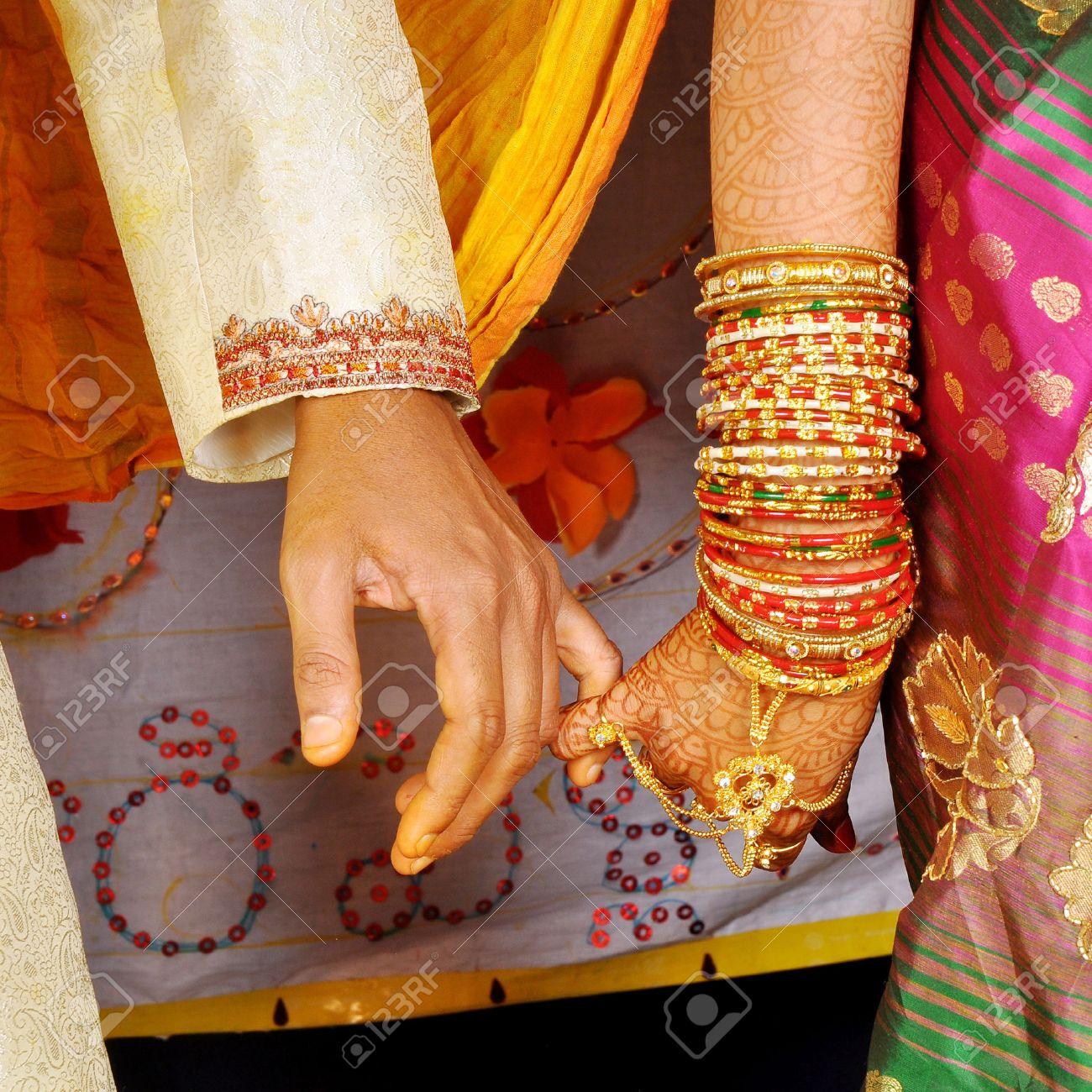 Banque dimages , mains de mariage sur couple indien