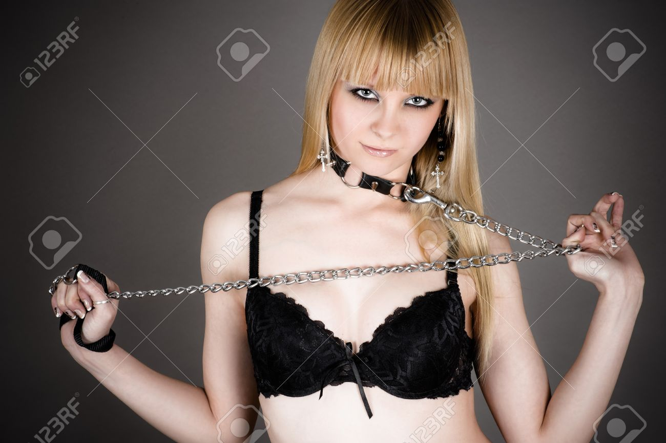 Секс рабыня сидит на поводке онлайн, фото лифчиков на голых девушках