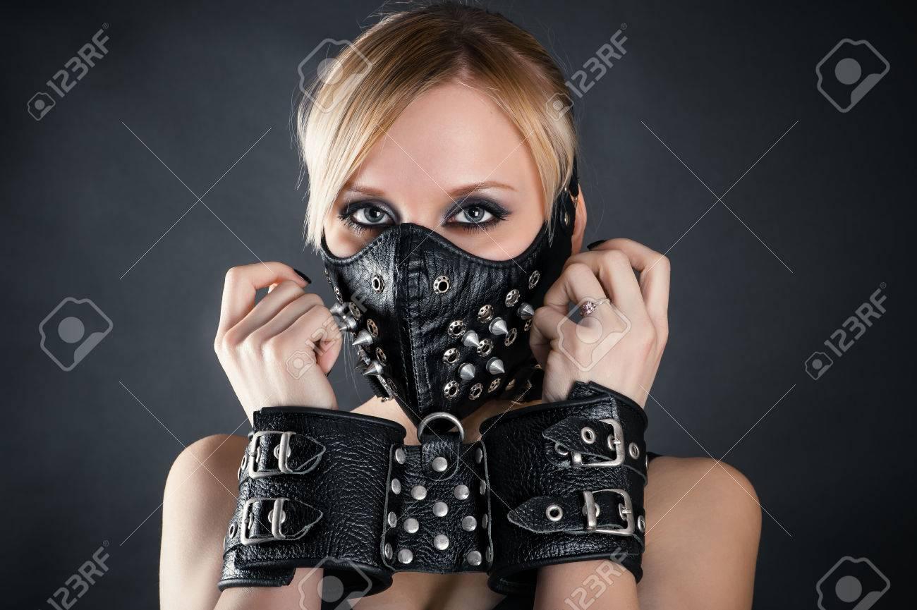 Фото женщины в наручниках 10 фотография