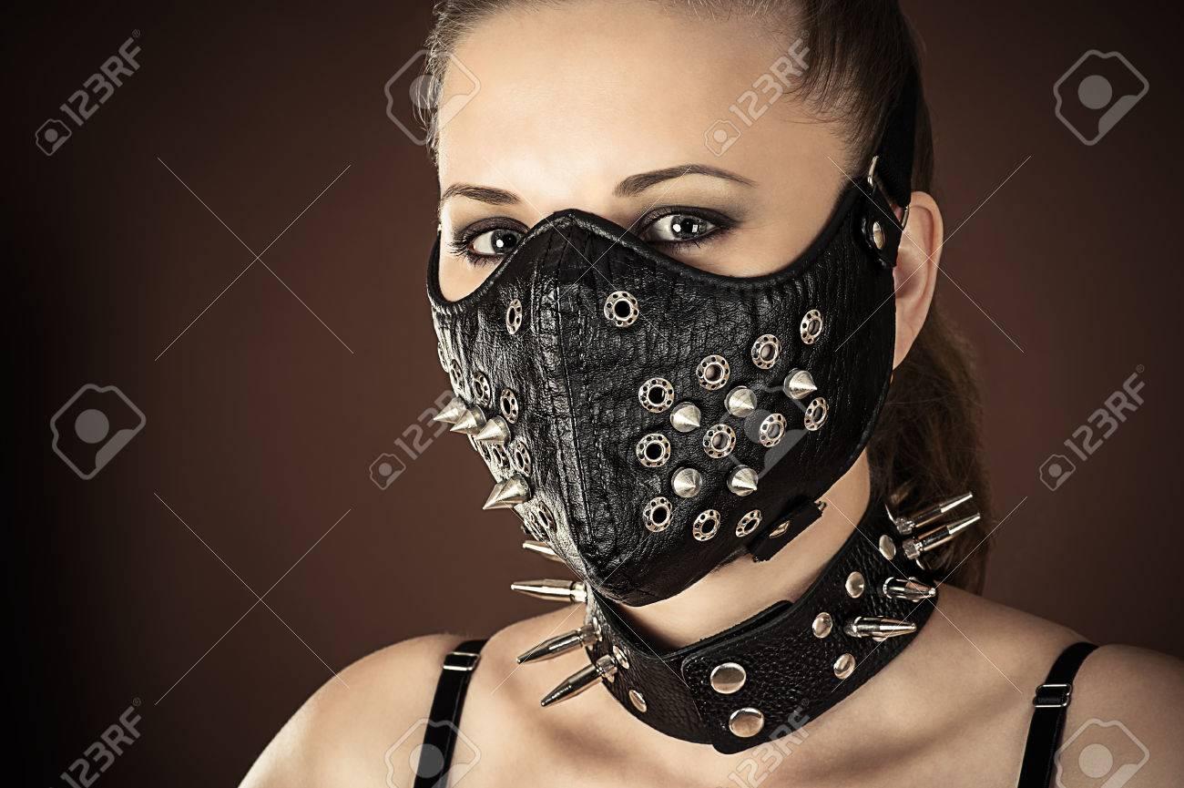 bdsm-maska-zaytsa
