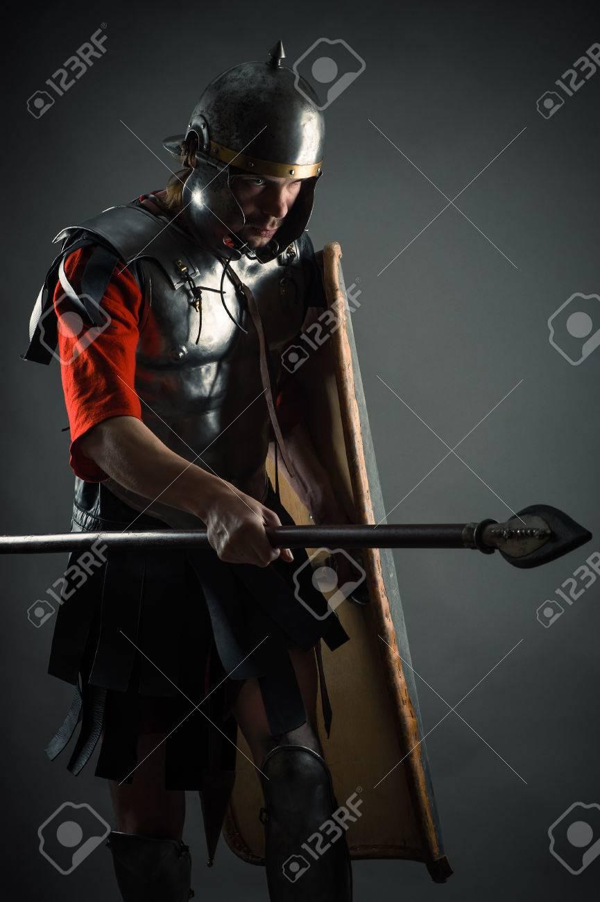 盾と槍と鎧の勇敢な戦士 の写真素材・画像素材 Image 40530944.