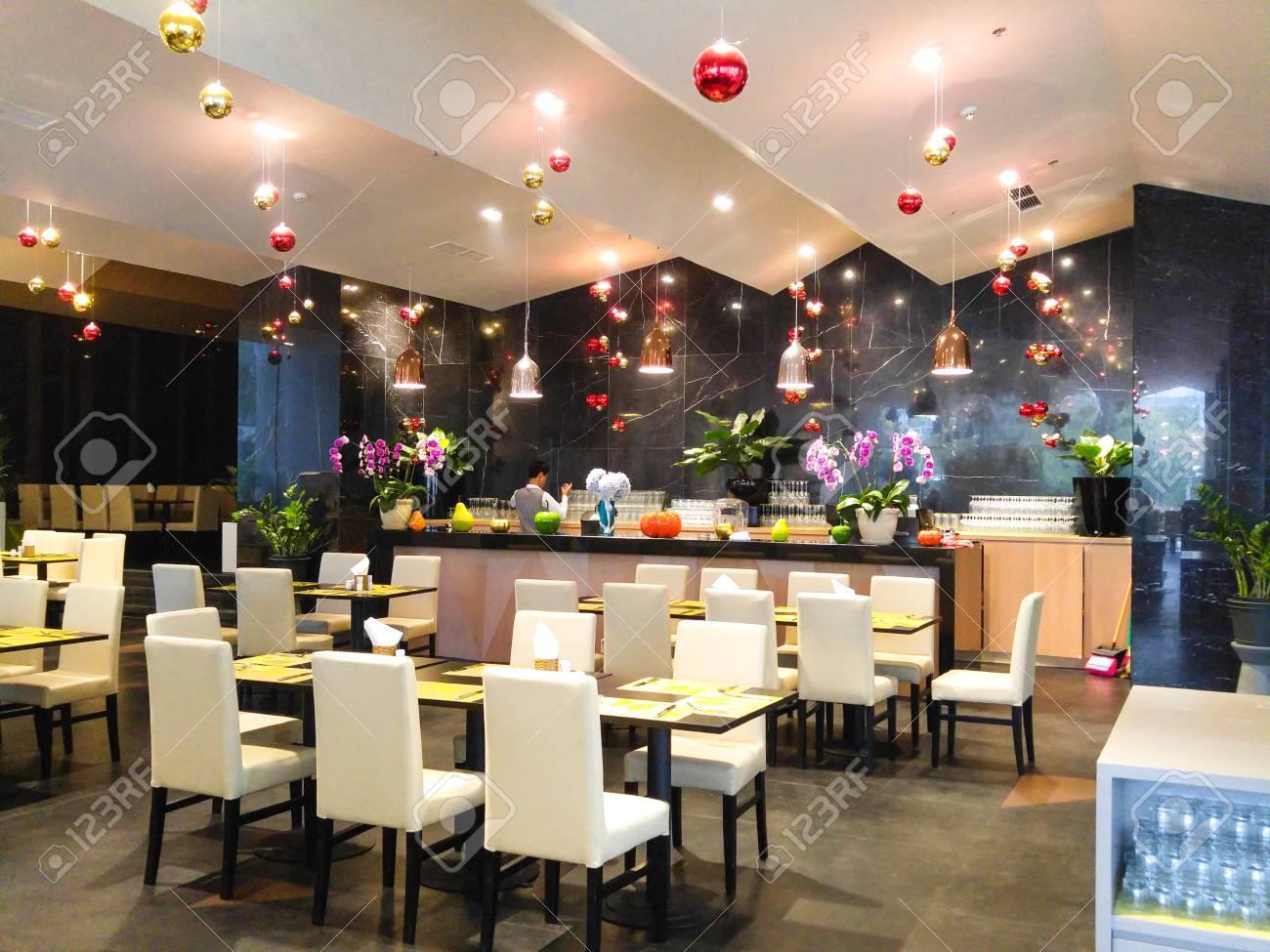Decoration De Salle Pour Nouvel An dalat ville, vietnam - 31 décembre, 2015: les tables étaient déjà préparé  pour la salle à partie à accueillir le nouvel an dans un restaurant de luxe