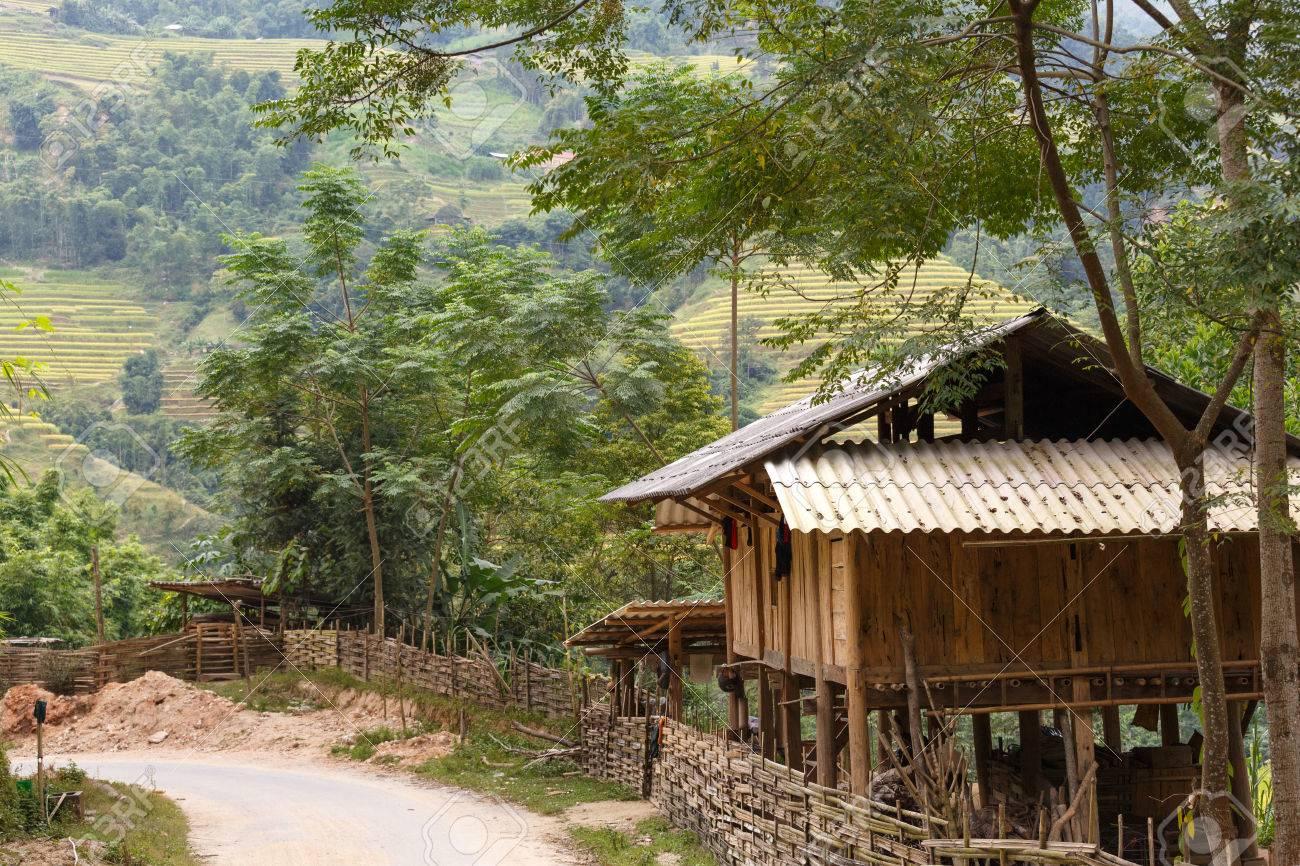 Unglaublich Haus Auf Stelzen Dekoration Von Hölzernen Der Ethnischen Minderheiten In Den Hohen